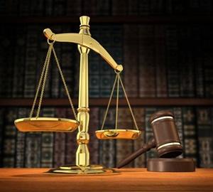 Balance et marteau symboles de la Justice